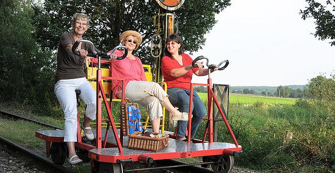auch den Fahrrad-Draisinen von Kleve nach Kranenburg und zurück.