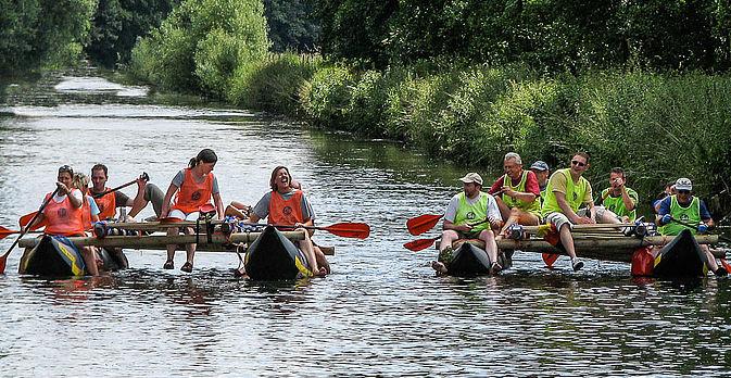 Je mehr Teilnehmer und Floesse an der Flossfahrt beteiligt sind, desto spannender ist das Floessen.