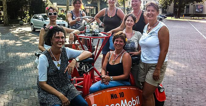 Fahrt mit dem GeccoMobil zur Bauerngolfen-Wiese