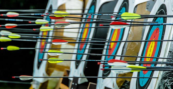 Gestärkt vom leckeren Tellergericht erleben Sie einen kurzweiligen Freizeitspaß beim Bogenschiessen.